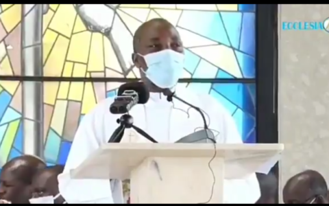 Catholic Priest identified as Reverend Father Jude slumped and died while preaching the gospel during a holy mass on Sunday at Diego, Cameroon.