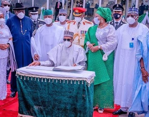 Gowon, Jonathan Join Buhari at Independence Ceremony
