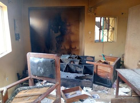 Policemen Flee as Hoodlums set Station ablaze in Imo